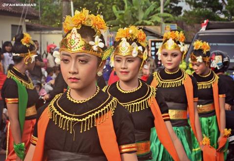 Kontingen SMP N 2 Magelang di Parade Sejuta Bunga