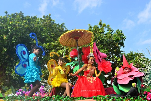 Kontingen SMP N 3 Magelang Parade Sejuta Bunga