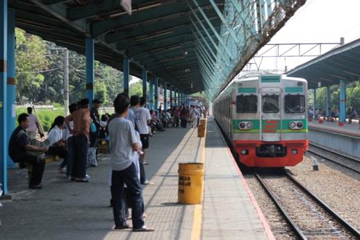 KRL Stasiun Ps Minggu