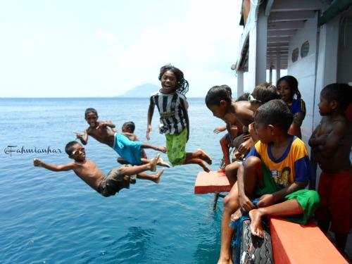 Anak-anak Pulau Pura Alor