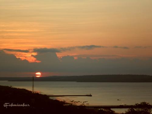 Sunset dari Atas Bukit Kupang