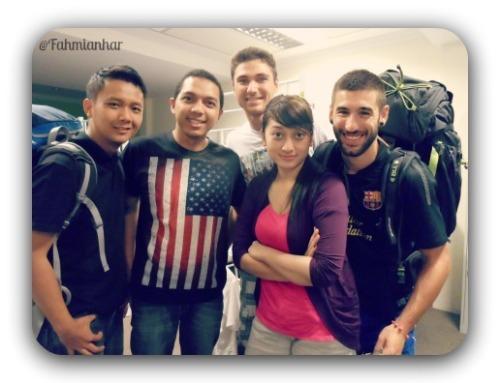 Backpacker Trio Indonesia Malaysia Singapore Spanyol