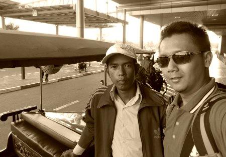 tuk tuk phnom penh cambodia