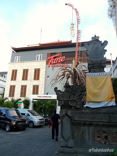 Tune Hotel Kuta Bali Parkir