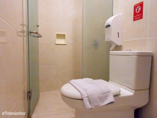 Tune Hotel Legian Bali Toilet