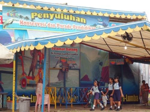 Sirkus Lumba Lumba Keliling
