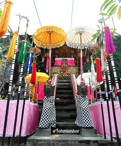 Pelinggih Pura Goa Lawah Klungkung Bali - Anak